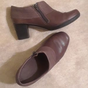 Clarks Brown Leather Zippered Shoes - Size 7M